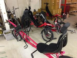 Myyvät Savenmaalla myös tandem nojapyörää. Mitenhän tuollaisella muka pysyy pystössä?
