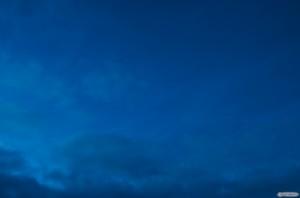 Oli liian valoisaa. Muutama tähti näkyi. Alareunassa näkyy pilvi, joka myöhemmin peitti koko näkymän.