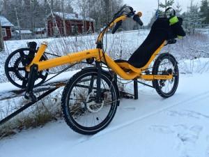 Talvipyöräilyä. Näin ohuessa lumessa oli vielä ihan miellyttävää pyöräillä.