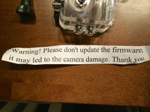 Lappu varoittaa päivittämästä firmwarea. Selvä merkki kopio kamerasta.