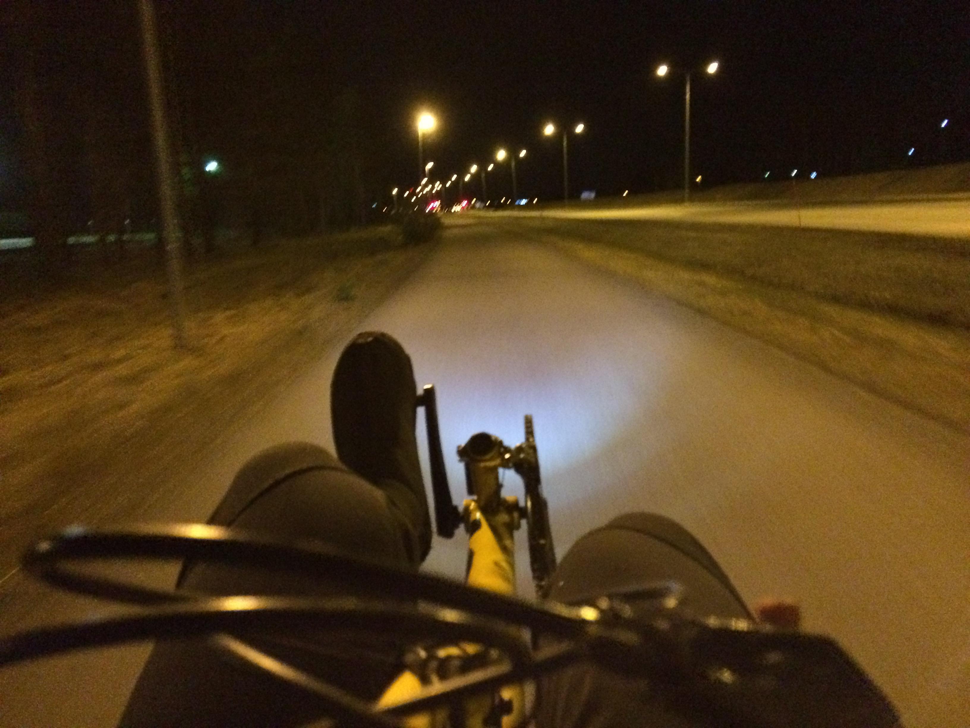 Työmatkapyöräilyä yöllä